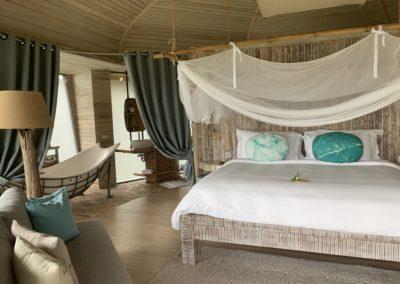 Camera da letto con baldacchino